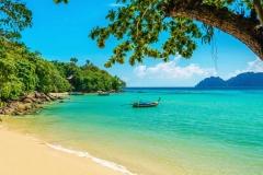indonesija-bali-pljazh-okean-lodka-1024x683